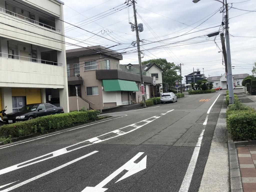 清武駅前で立地条件良好!外観の塗装を施工すれば見栄えする物件です。(店舗×2戸+2DK×6戸!)写真