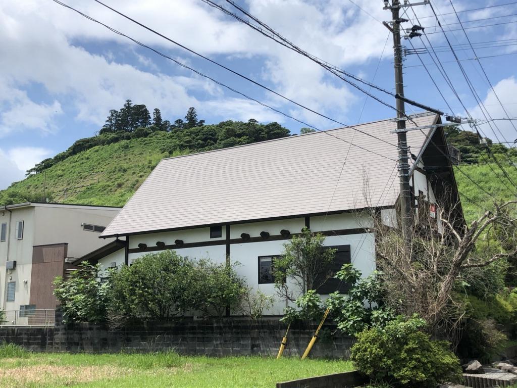 観光地青島で、リゾート気分を満喫したい方、美容室などの店舗にお薦めです!別棟には陶芸用アトリエと機材があります!写真