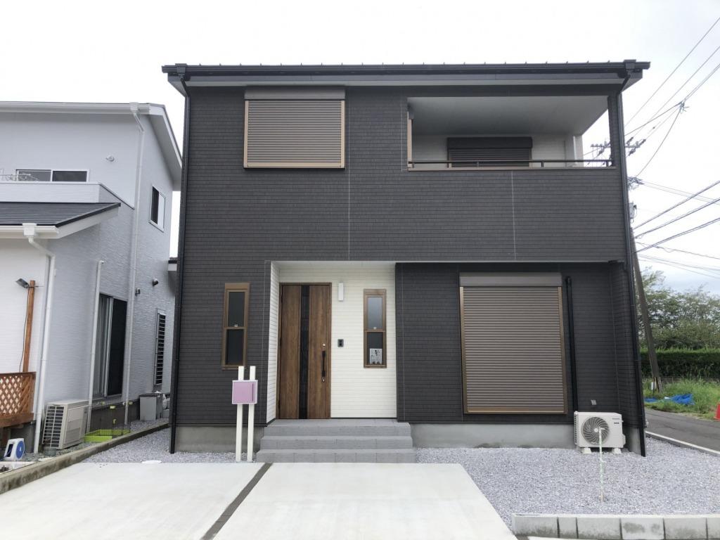 閑静な住宅街で東南角地で陽当たり良好!4LDK!駐車スペース3台以上!分譲地内の新築住宅ですので環境もとても良いですよ!写真