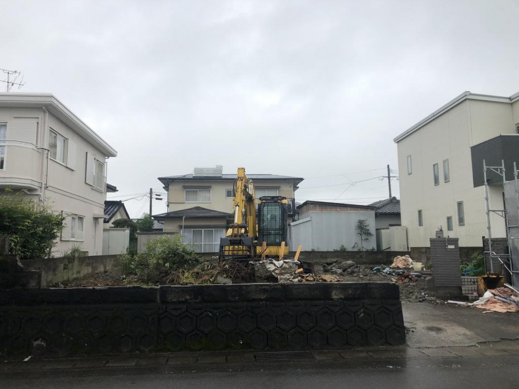 飛江田団地近くの南道路で陽当たりの良い土地です!地形がよいのでお好きな間取りのマイホームが建築できます!写真