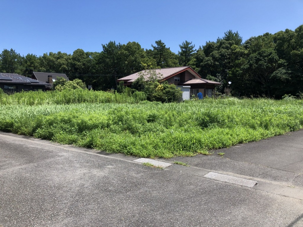 コテージヒムカ近くの閑静な住宅街にある土地です!緑に囲まれながらまったりとしたところがお好きな方にお薦めです!!写真