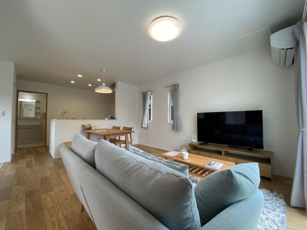 人気の大塚町でハウスメーカー造の建売です!35年間無料定期点検付き!カーテン・照明・エアコン付き!家具までついてます!写真