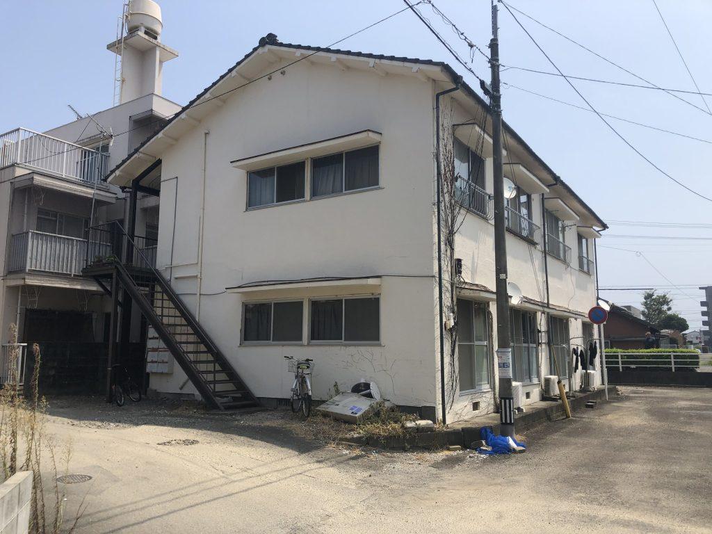 物件が少ない宮崎小学校区内で南道路の好立地!築年数は古いですので将来的に建て替え、且つ売地としての投資用としてお薦めです!写真