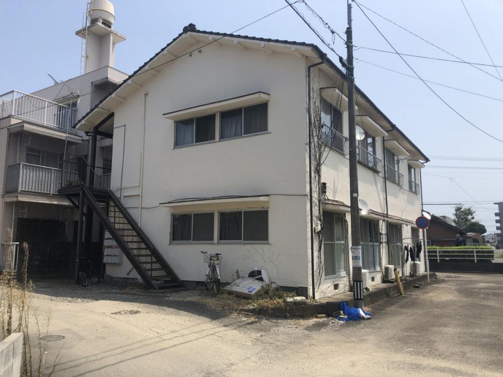 宮崎小学校区内で南道路の土地に建築された中古アパートです!将来的に建て替え、住宅地としてもご検討されてもどうですか!写真