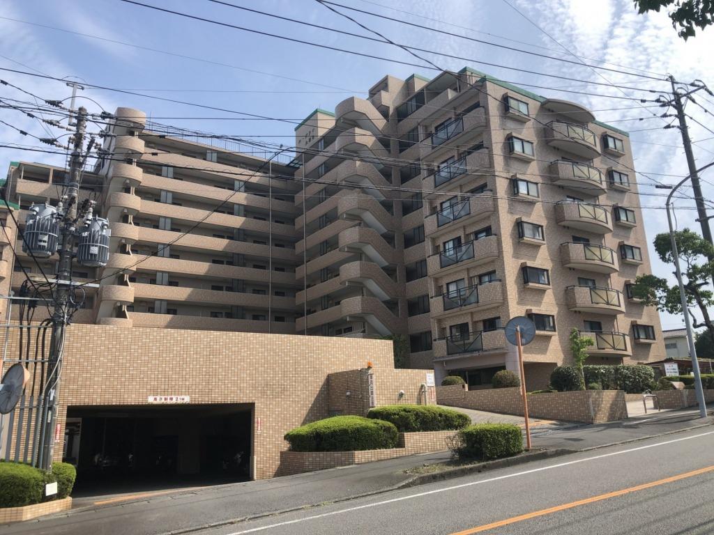 大塚町で歩いて行ける範囲にコスモス、ダイレックス、タイヨー等があり生活環境は充実しています!最上階の角部屋で4LDKです!写真