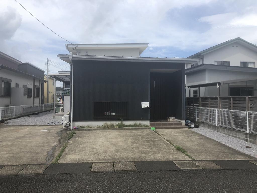 田野町中心部での築浅平屋住宅!駐車スペースもゆったりあります!大通りにも近いので交通アクセスは良好です!写真