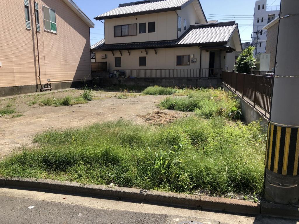 宮崎小学校区で、ながの屋瀬頭店徒歩3分、宮崎市役所徒歩13分、宮崎駅徒歩12分、レストランおぐら徒歩2分等利便性は良好です!街中ですが裏通りなので静かな環境です!写真