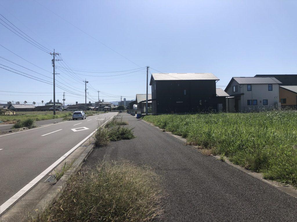 港小学校まで歩いて1分!周辺はすべて新築住宅なのでご近所付き合いも心配ないと思います!地形もほぼ正方形なのでお好きなプランでマイホームが可能です!写真