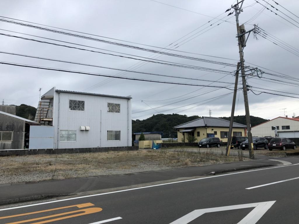 佐土原町下田島の県道沿いの広めの土地です!住宅地でも店舗用地としても使えます!写真