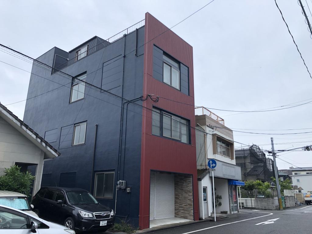 太田3丁目の4階建て(居宅付テナントビル)!大通りより東側の筋に入っていますので車通りは少ないです!住んでも良し、貸しても良し!自由な使い道がある物件です!画像1