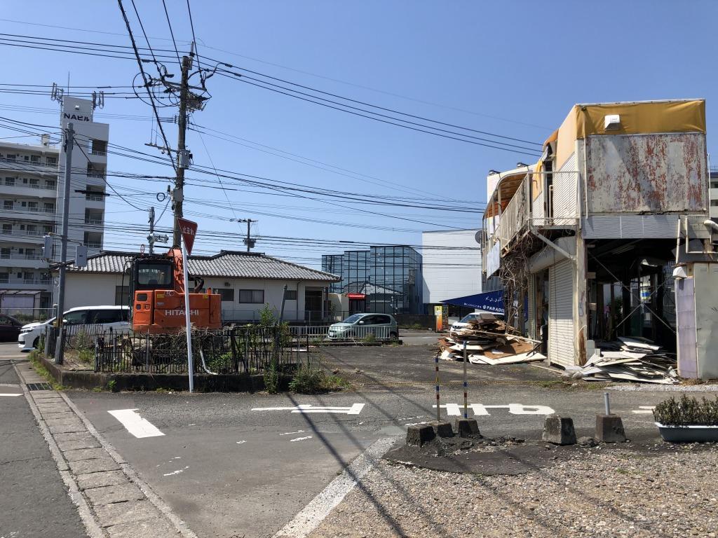 檍小学校前の大通り沿いの角地!解体更地渡しで道路拡張予定地!車通りが多くかなり目立つ立地なので飲食や事業用地に最適です!画像2