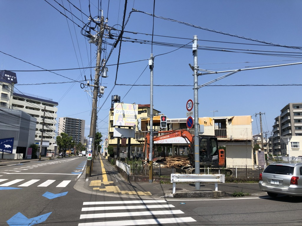 檍小学校前の大通り沿いの角地!解体更地渡しで道路拡張予定地!車通りが多くかなり目立つ立地なので飲食や事業用地に最適です!画像3